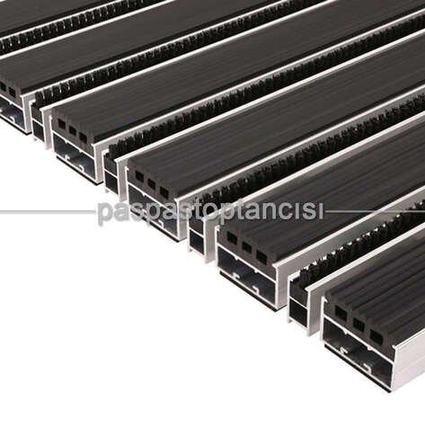 Alüminyum Paspas Yivli PVC Fitilli ve Fırça Sıyırıcılı UM2000F Siyah